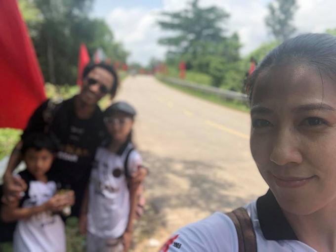 Gia đình Phạm Anh Khoa đi chơi lễ muộn, giữa tâm bão gạ tình Phạm Lịch đang gây nóng trên mạng xã hội.