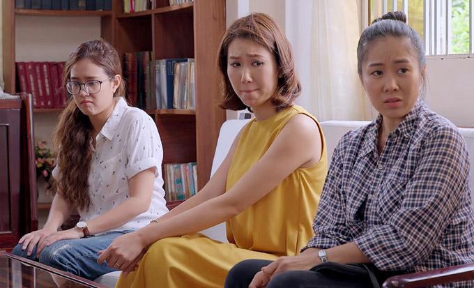 Phim Gạo nếp gạo tẻ được Việt hóa từ kịch bản phim Wangs Family - tác phẩm truyền hình ăn khách nhất Hàn Quốc năm 2013. Tại xứ kim chi, bộ phim đạt kỷ lục về tỉ suất người xem và chiến thắng nhiều hạng mục tại Giải thưởng phim truyền hình KBS.