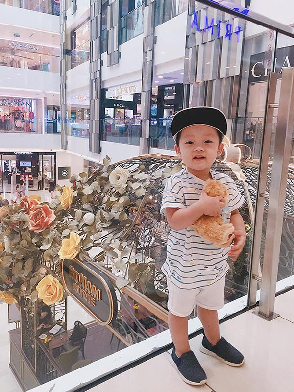 Đây là lần thứ hai bé Khoai Tây đến Sài Gòn, lần đầu vào tháng 3 năm ngoái khi nhóc tì chưa đầy một tuổi.