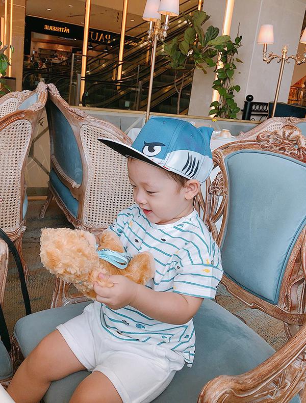 Bé Khoai Tâyđón sinh nhật hai tuổi vào hôm 25/3 vừa qua. Tháng trước, cậu nhóc được mẹ cho đi du lịch ở Nha Trang.