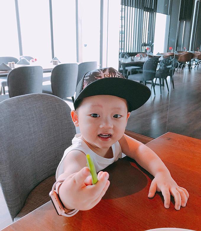 Nhiều fan thổ lộ trông ngóng từng ngày để được xem những hình ảnh mới của Khoai Tây do Khánh Ly chia sẻ trên trang cá nhân.