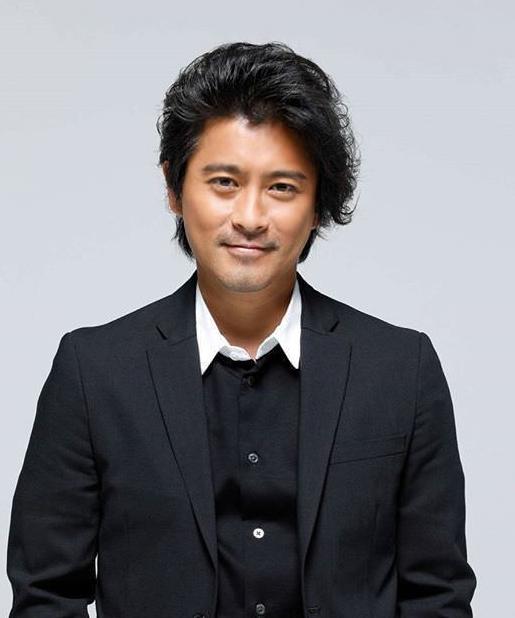 Nam ca sĩTatsuya Yamaguchi.