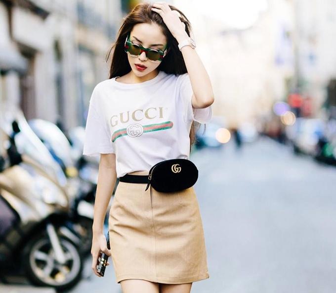 Kỳ Duyên cũng là một tín đồ của Gucci, hoa hậu chứng tỏ khả năng mix đồ cao tay khi phối với túi đeo hông của hãng.