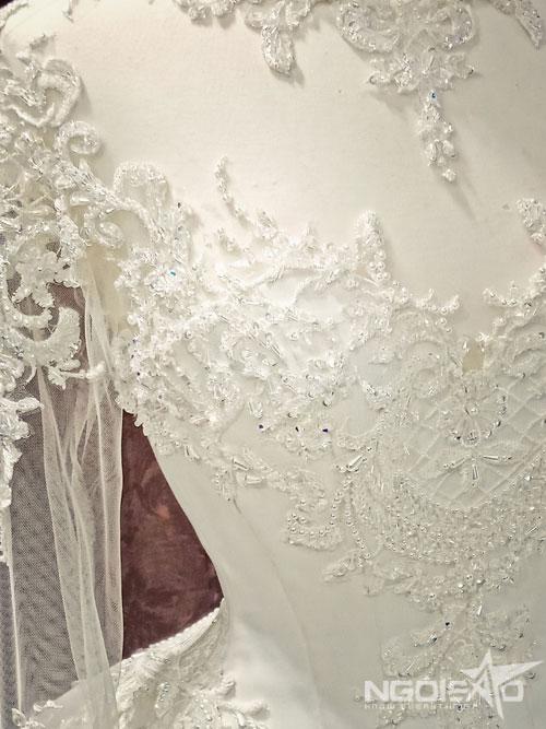 Kiểu cổ áo necklines (cổ áo trang sức) thường thấy trong các thiết kế của váy cưới hoàng gia.