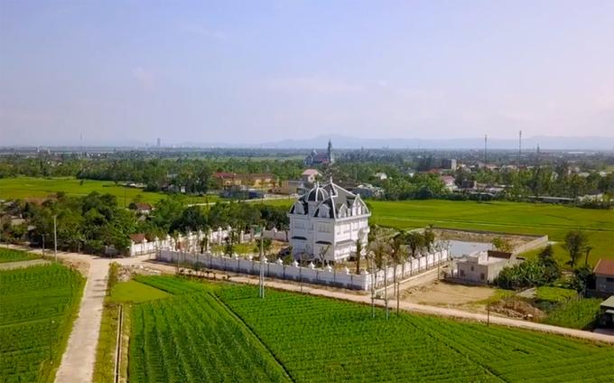 \'Tòa lâu đài\' của cụ bà 78 tuổi ở Hà Tĩnh