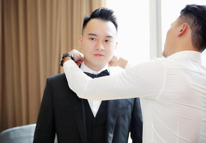 Ông xã Diệp Lâm Anh sinh năm 1990, kém cô một tuổi. Anh là doanh nhân, gia đình rất giàu có. Sáng 5/5, Nghiêm Đức hồi hộp mặc lễ phục cưới, chuẩn bị sang nhà gái rước nàng về dinh.