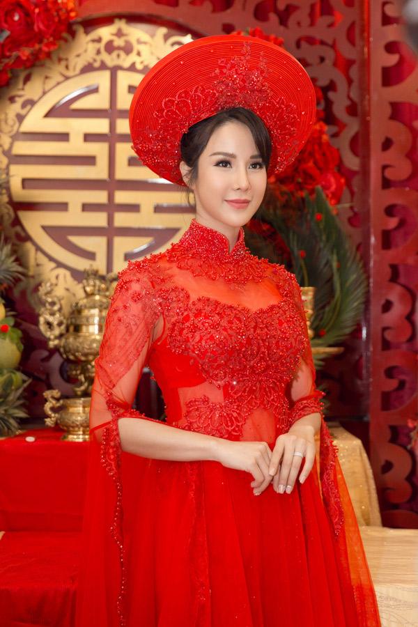 Cô dâu được nhiều người khen trông xinh đẹp hút hồn trong ngày vu quy.