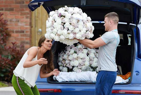 Cựu hoa hậu Anh sắp bước lên xe hoa lần hai sau cuộc hôn nhân đầu với tiền vệ Jamie OHara tan vỡ ba năm trước.