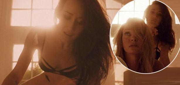 Maggie Q và Uma Thurman trong cảnh nóng.