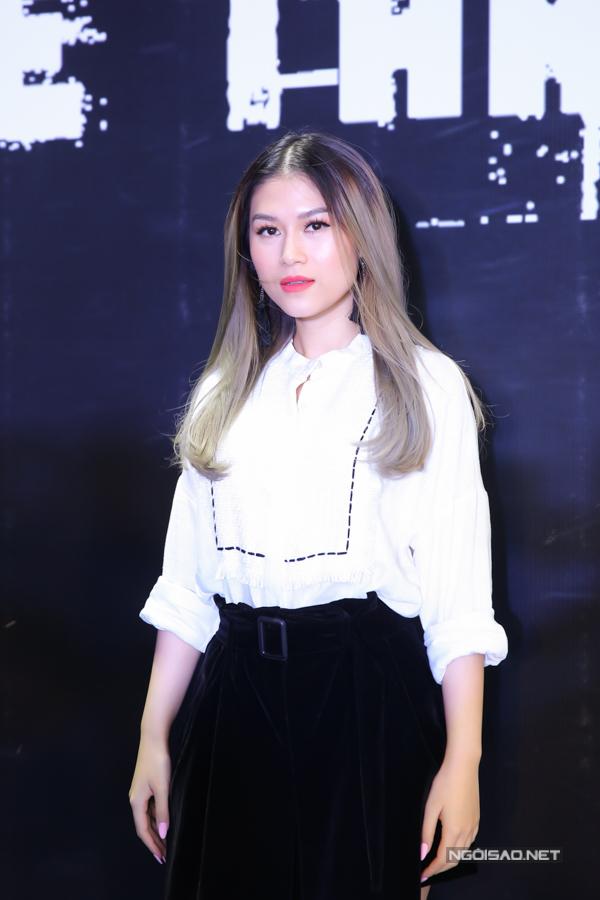 Diễn viên Ngọc Thanh Tâm mặc kín đáo, thanh lịch đi sự kiện.