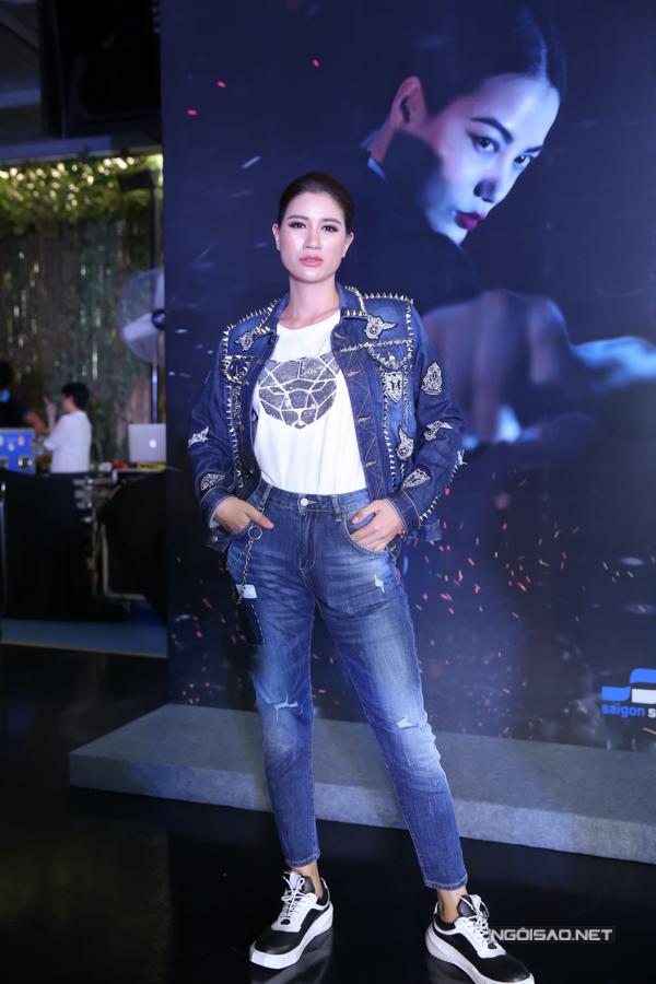 Gái một con Trang Trần rất hào hứng với thể loại phim hành động. Cô từng gây ấn tượng khi đóng vai nữ giang hồ trong Hương Ga.