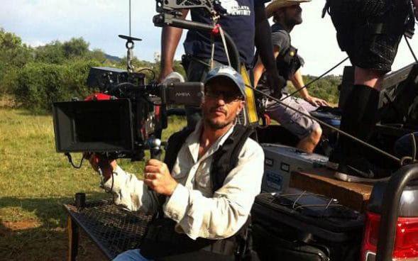 Carlos Carvalho có đam mê lớn với thế giới động vật hoang dã trong suốt sự nghiệp gần 30 năm quay phim. Anh được miêu tả là một nhà quay phim tài năng, nhiệt huyết và có trái tim nhân hậu.