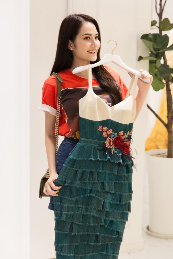 Người đẹp chia sẻ, cô sẽ mang theo khoảng hơn 30 bộ trang phục và mỗi bộ đã được tính toán kỹ lưỡng để phù hợp với từng hoạt động của cuộc thi.