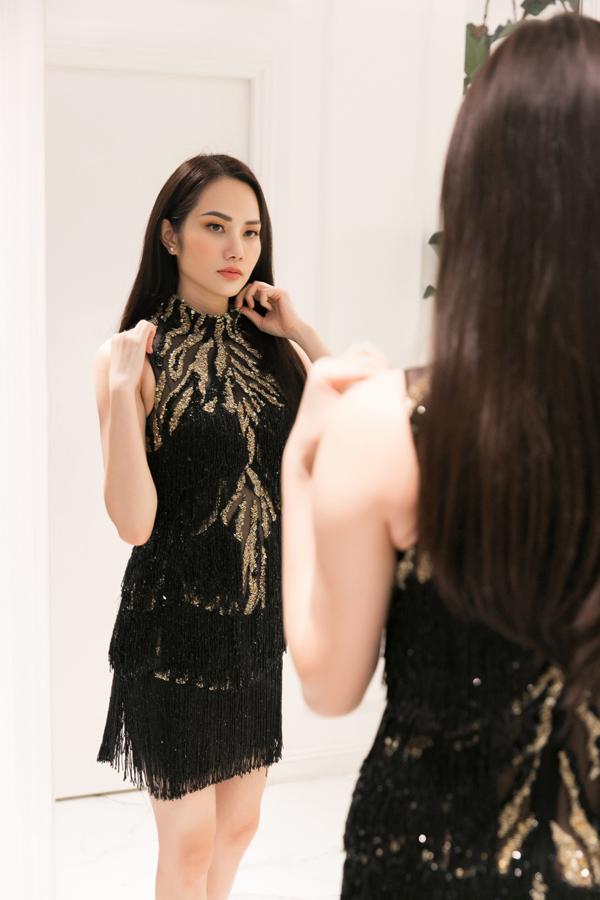 Trong số hành lý mà Diệu Linh mang theo tại Nữ hoàng Du lịch Quốc tế 2018, chủ yếu là đầm dạ hội, đầm cocktail theo phong cách thanh lịch, tao nhã của hai nhà thiết kế Lê Thanh Hòa và Tuấn Trần.