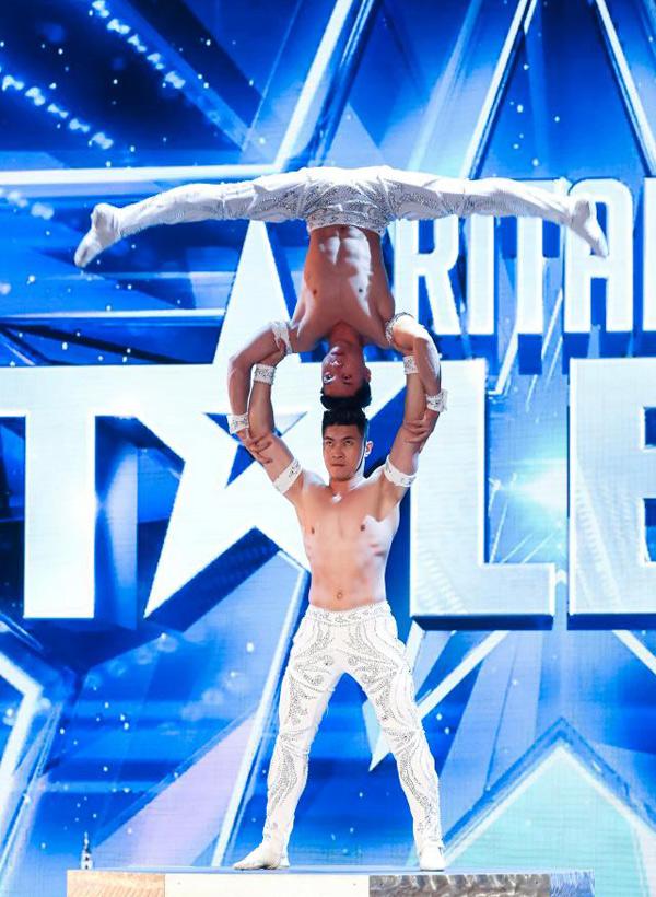 Quốc Cơ và Quốc Nghiệp biểu diễn trong chương trình Britains Got Talent, phát sóng hôm 21/4.