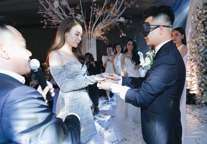 Anh gắn bó với bà xã Diệp Lâm Anh 3 năm nhưng để tìm ra bàn tay vợ giữa 10 cô gái là nhiệm vụ khó khăn, không dễ vượt qua.