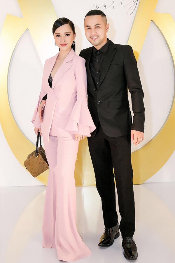 Vợ chồng anh chị của Bảo Thy - Á khôi Doanh nhân Trang Pilla và cựu ca sĩ Thế Bảo. Họ làm đám cưới năm ngoái và đã có một con gái được vài tháng tuổi.