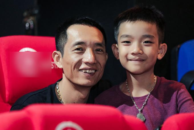 Anh Ngọc Anh hơn Hải Yến 8 tuổi, hiện làm kinh doanh. Anh luôn ủng hộ vợ hoạt động nghệ thuật.