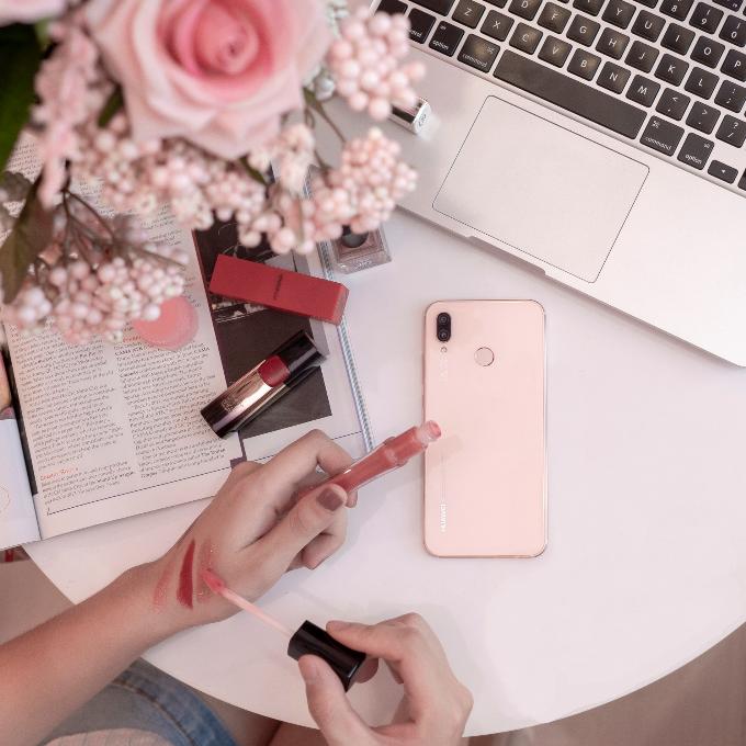 Phiên bản màu hồng Sakura Pink của Nova 3e sẽ được bán tại Việt Nam vào ngày 5/5.