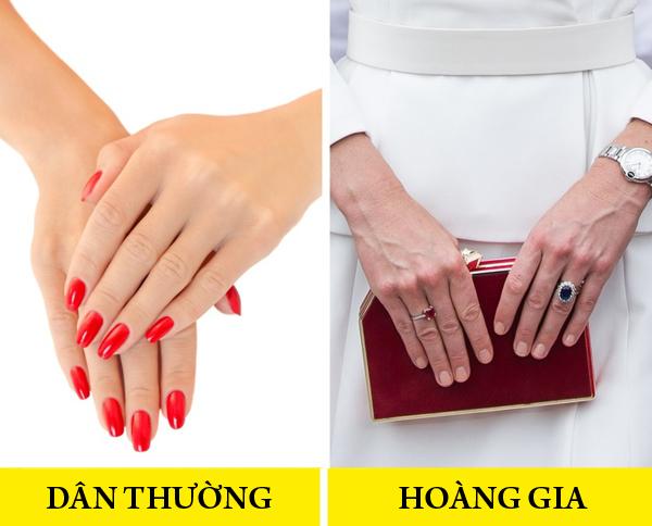 Không dùng sơn móng tay đậm màu