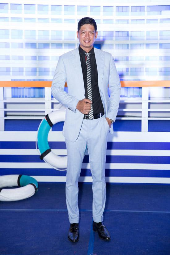 Cựu người mẫu Bình Minh bảnh bao với bộ vest xanh nhạt. Anh đảm nhận vai trò dẫn chương trình của sự kiện.