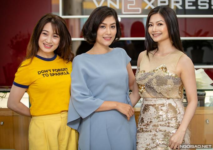 Chiều ngày 7/5, ba nữ diễn viên chính của phim Phía trước là bầu trời bao gồm Thu Nga, Hà Hương và Kiều Anh hội ngộ tại tòa soạn báo Ngoisao.net.
