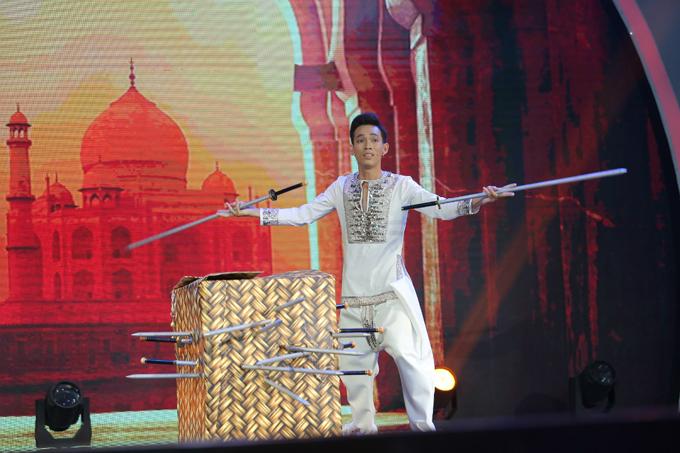 Nhật Trường là thí sinh cuối cùng dự thitrong chương trìnhvới bối cảnh là đền Taj Mahal - nơi được người dân Ấn Độ xem như biểu tượng của tình yêu vĩnh hằng và bất diệt. Vì không có nhiều kinh phí mua đạo cụ, Nhật Trường đã sử dụng một chiếc thùng giấy để trình diễn trò ảo thuật đâm kiếm.Giám khảoPalmas Nguyên cho rằng việc sử dụng thùng giấy càng làm tăng thêmđộ kỳ ảo và huyền bí của tiết mục.