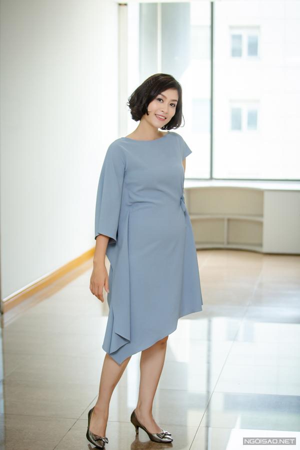 Thu Nga và Kiều Anh đều cho rằng dù có tính cách rất hiền lành nhưng Hà Hương vẫn được đạo diễn nhắm vào vai Nguyệt thảo mai vì có gương mặt cá tính và vóc dáng phù hợp. Cô từng được đánh giá là người có dáng đẹp nhất trong ba diễn viên chính.