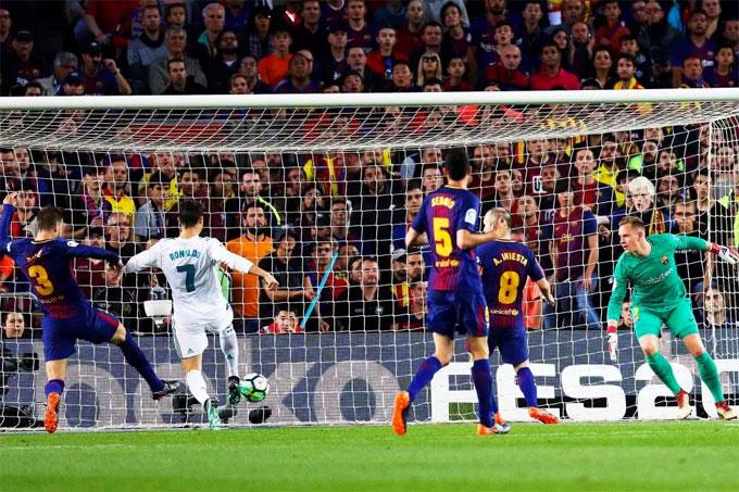 Chỉ 4 phút sau, C. Ronaldo thực hiện pha băng cắt dứt điểm gỡ hòa cho đội khách.