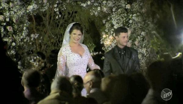 Cô dâu tươi tắn trong đám cưới sau tai nạn trực thăng. Ảnh: EPTV.