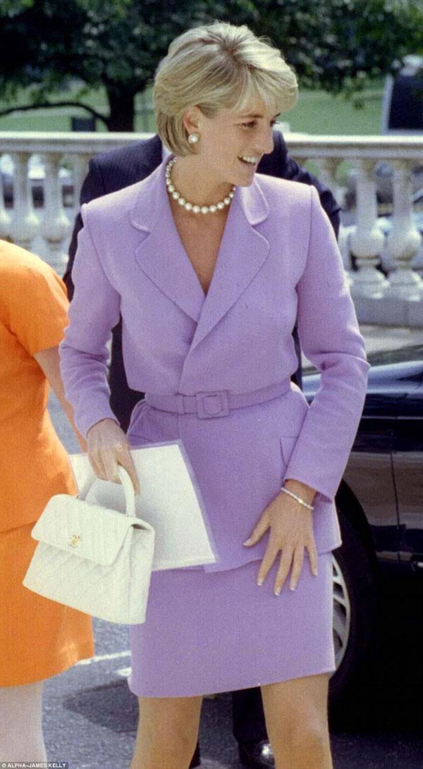 Lý do Công nương Diana đoạn tuyệt với thương hiệu Chanel - 1
