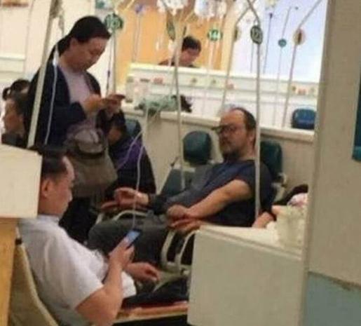 Ca sĩ Đậu Duy tại bệnh viện.