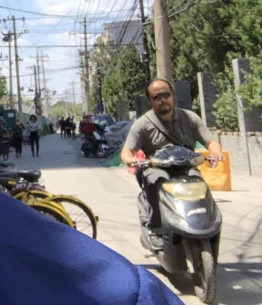 Đậu Duy tự đi về bằng xe máy.