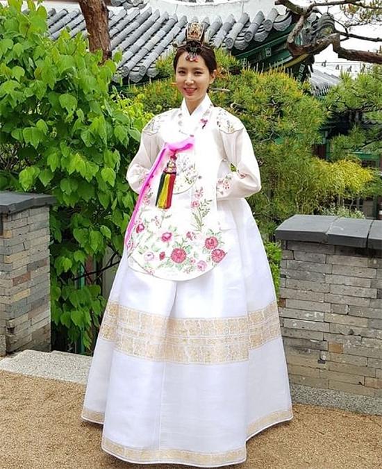Han Chae Ah trong ngày cưới.