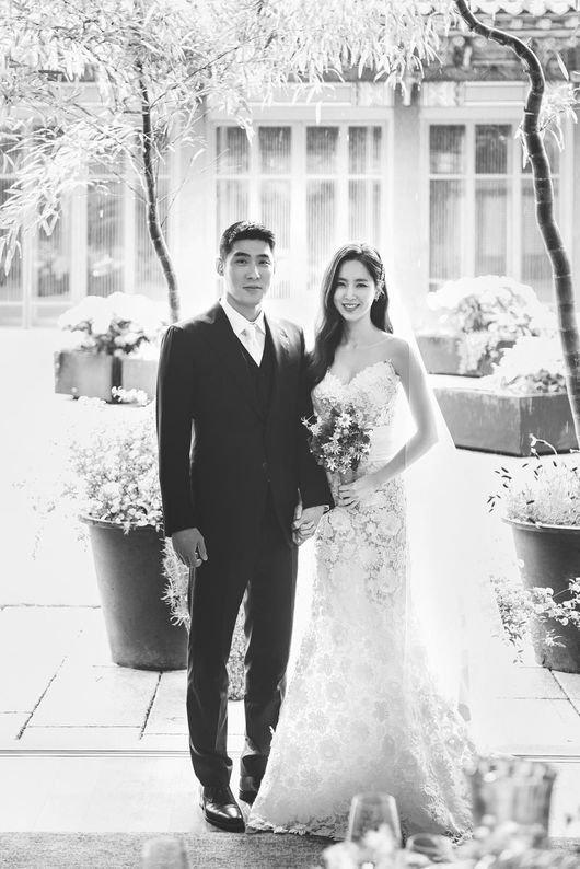 Ảnh cưới của cặp sao.