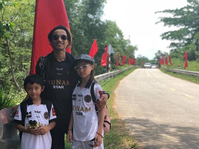 Bất chấp ồn ào gạ tình vũ công Phạm Lịch, Phạm Anh Khoa vẫn cùng vợ con tới Huế nghỉ ngơi.