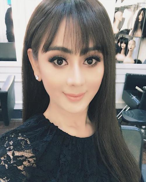 Lâm Chi Khanh thử nghiệm phong cách trang điểm mắt mầu khói