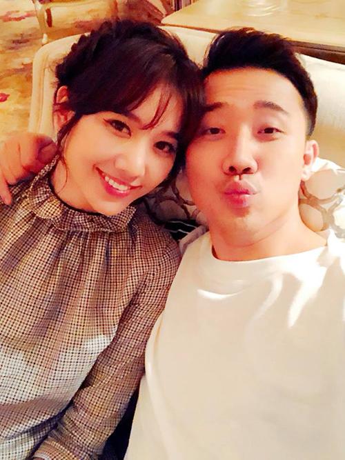 Vợ chồng Hari - Trấn Thành rủ nhau cà phê cuối tuần cùng một số người bạn thân thiết như Xuân Lan và Trịnh Thăng Bình.