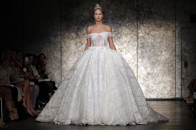 Những thương hiệu váy cưới có thể trong tầm ngắm của Meghan Markle - 3
