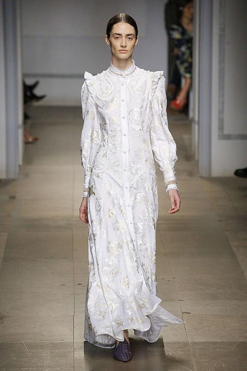 Những thương hiệu váy cưới có thể trong tầm ngắm của Meghan Markle - 1