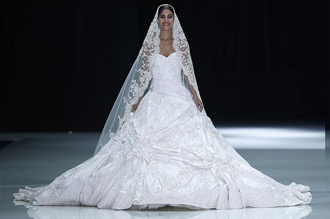 Những thương hiệu váy cưới có thể trong tầm ngắm của Meghan Markle - 2
