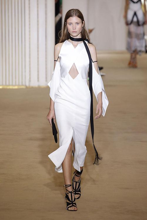 Những thương hiệu váy cưới có thể trong tầm ngắm của Meghan Markle - 5