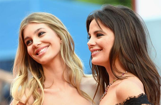 Camila (bên trái) và mẹ - nữ diễn viên Lucila Sola.