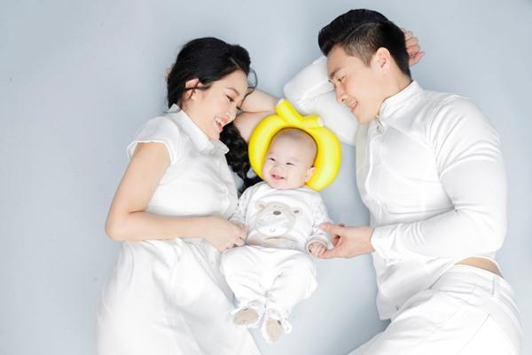 Quốc Cơ dành nhiều thời gian cho vợ con để bù đắp những thiếu sót khi vắng mặt lúc Hồng Phượng lâm bồn.