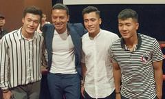 Anh em Tiến Dũng cùng Đức Chinh đi xem phim về bóng đá