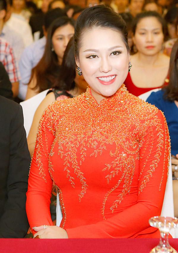Phi Thanh Vân rạng rỡ trong ngày tốt nghiệp khóa học dành cho doanh nhân.