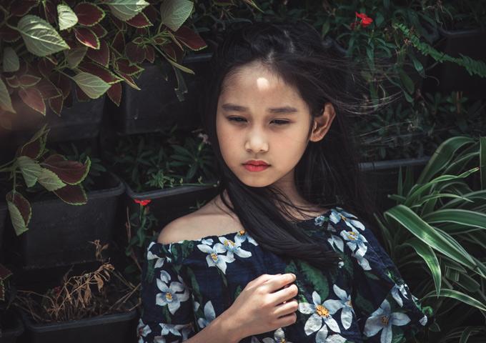 Công chúa nhỏ thừa hưởng năng khiếu nghệ thuật từ bố mẹ. Bé rất mê làm mẫu và diễn xuất.