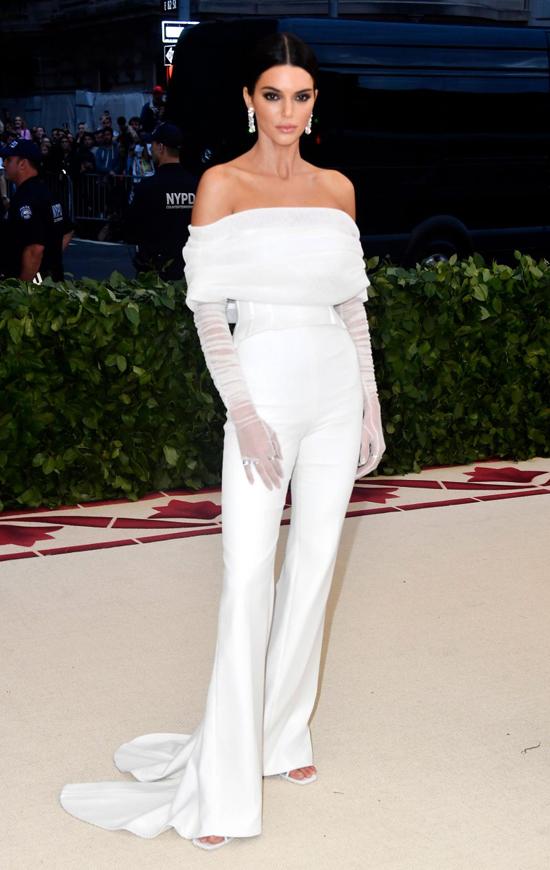 Một mỹ nhân khác nhà Kardashian, siêu mẫu Kendall Jenner.