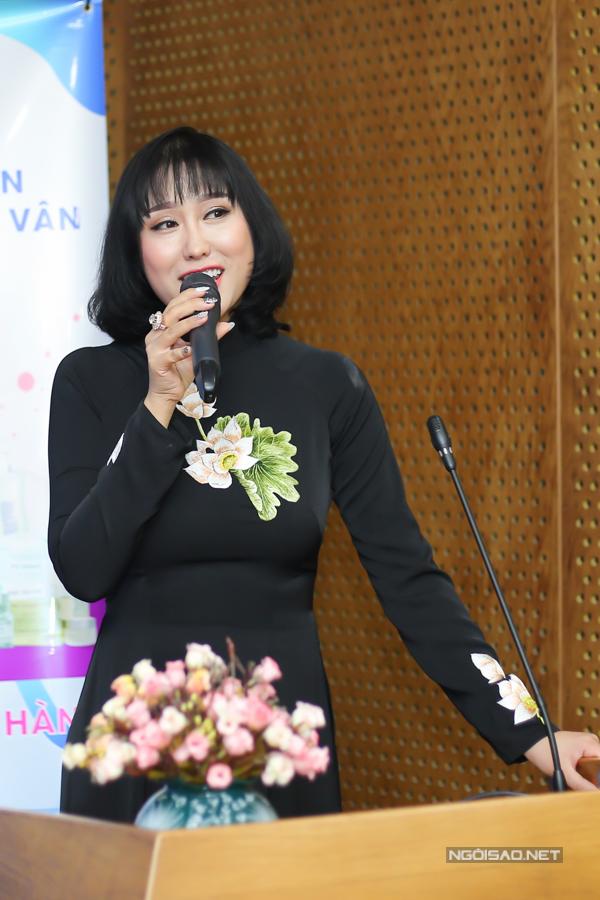Sau một năm gặp nhiều sóng gió, Phi Thanh Vân dần tháo gỡ các khó khăn. Công ty của cô vừa được cấp giấy chứng nhận đạt chuẩn mới về sản xuất mỹ phẩm.