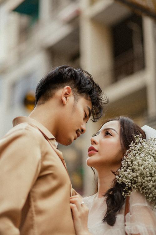 Sau 2 năm yêu đương, cả hai quyết định về chung một nhà và đám cưới theo kế hoạch sẽ được tổ chức vào cuối năm nay.